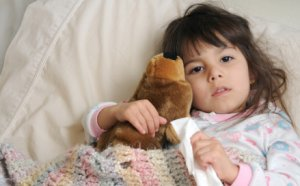 Как сбить температуру ребенку