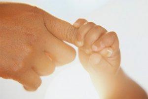 Как заранее подготовить малыша к первым расставаниям