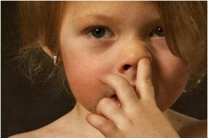 Как отучить ребенка ковырять в носу?