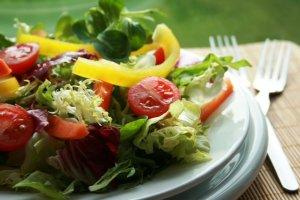 Так ли страшен ужин после 18.00 – диетологи развенчали стойкие мифы