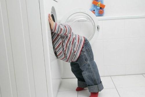 Ребенок съел стиральный порошок - что делать?