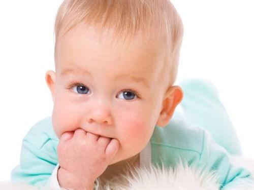 Ребенок в 4 месяца часто срыгивает, страшно ли это
