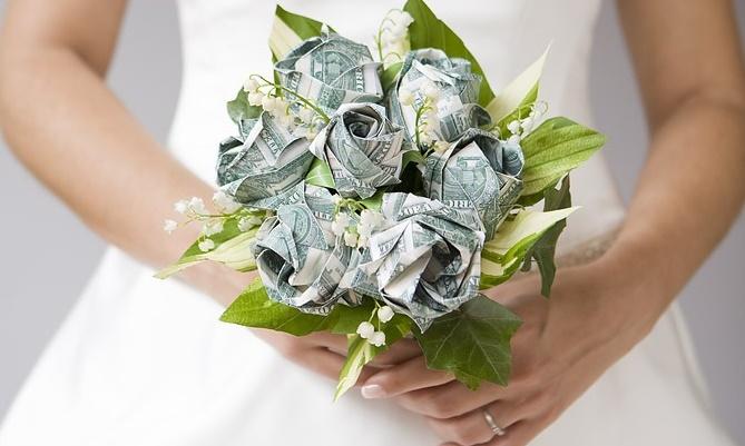Какой подарить подарок на свадьбу