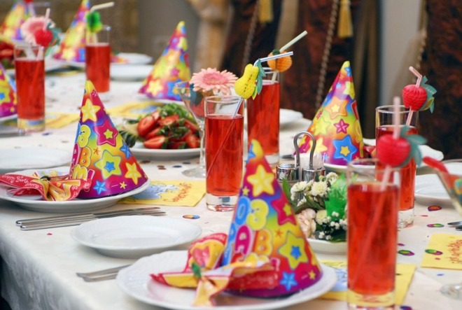 Как украсить стол к праздникам