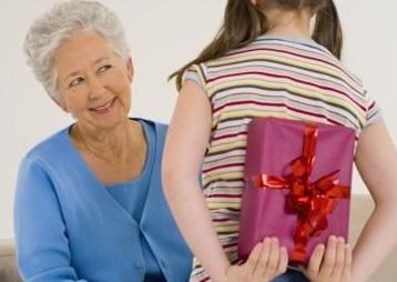 Что подарить своими руками бабушке на юбилей