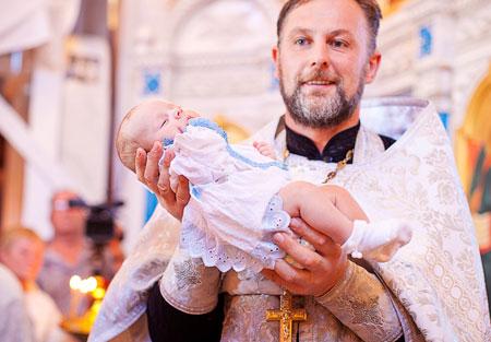 Что подарить на крестины девочке от крестного