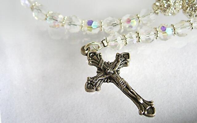 Что подарить крестнику на крестины от крестной