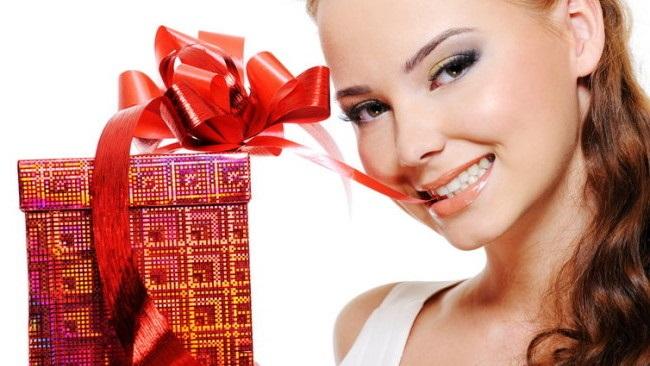 Какой подарок подарить деве женщине 38