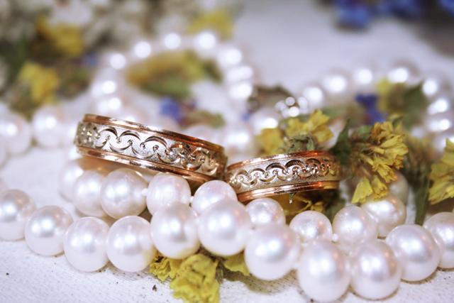Что можно подарить родителям на жемчужную свадьбу