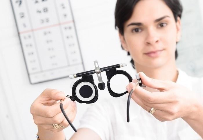 Врач офтальмолог что лечит?