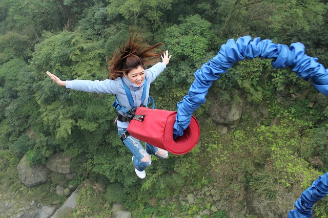 Роупджампинг - прыжки с веревкой
