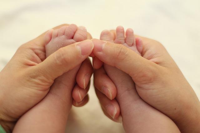 Что подарить на рождение ребенка родителям