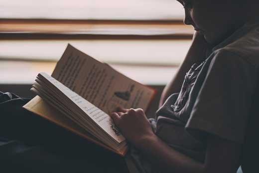 Почему детям стоит разрешить читать онлайн