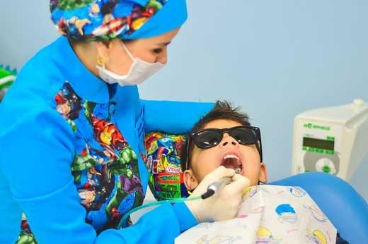 Особенности посещения детского стоматолога