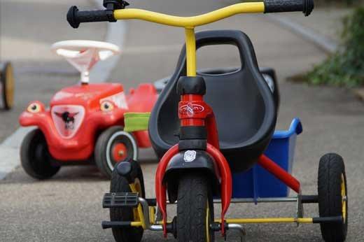 Беговелы и детские велосипеды: то, что надо малышу в теплое время года