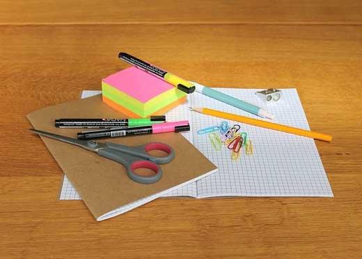 Школьные годы начинаются с ручек и карандашей